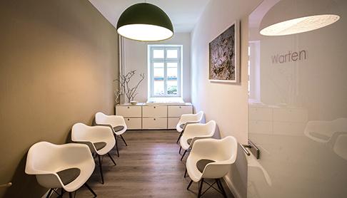 Zahnarztpraxis-Wartezimmer